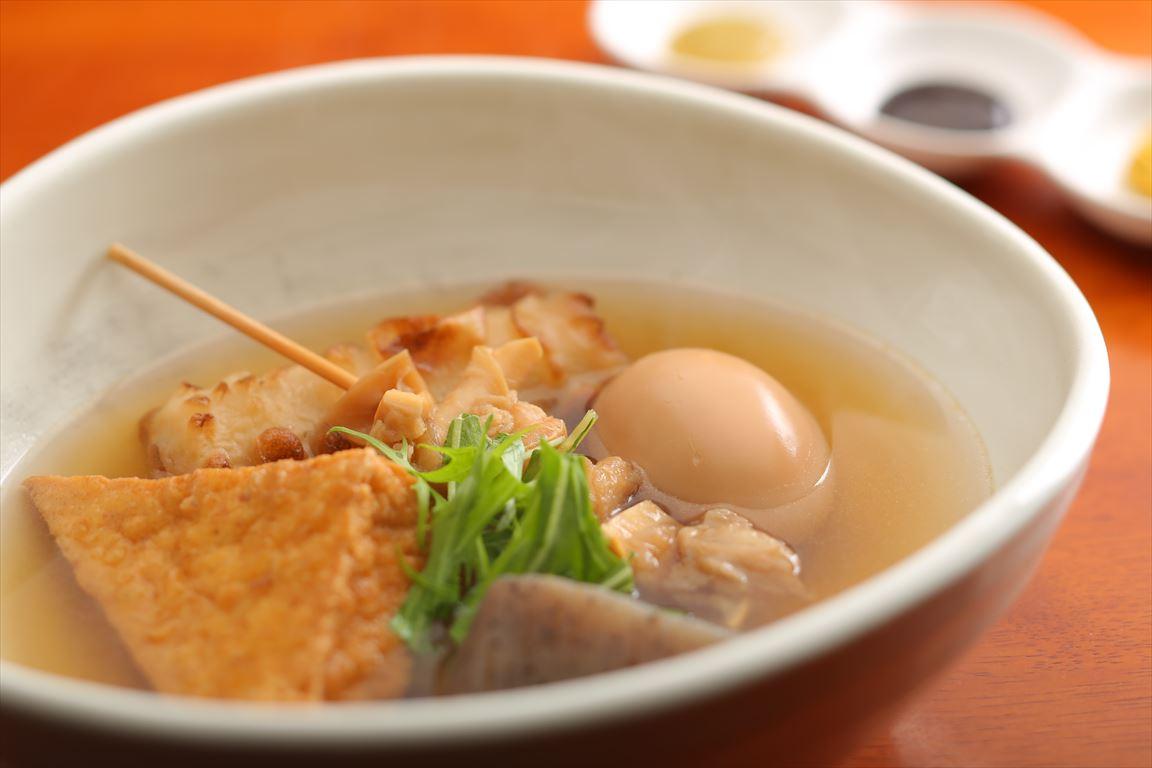 関西風おでん108円~、辛子・味噌・柚子こしょうの3種の薬味で